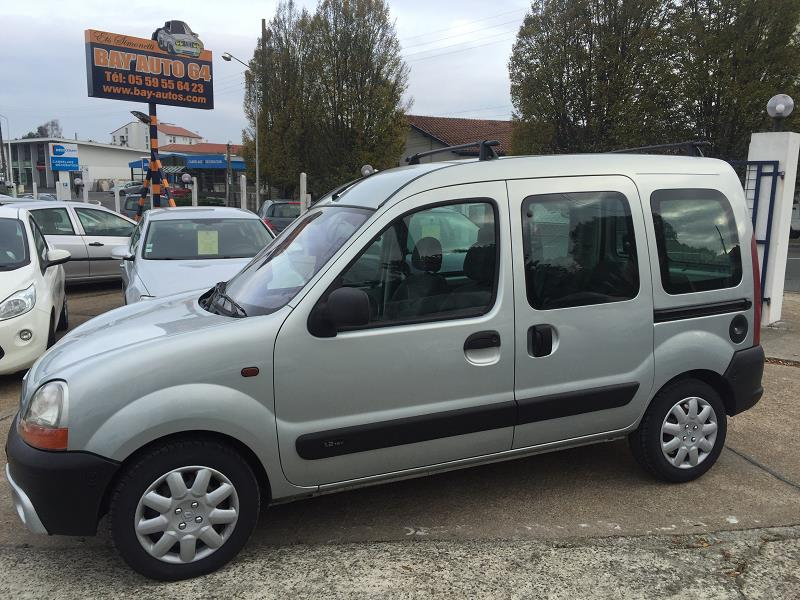 renault kangoo 1 2 16v authentique 5pd 39 occasion a bayonne. Black Bedroom Furniture Sets. Home Design Ideas