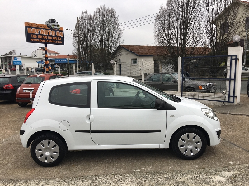 renault twingo ii 1 2 16v 75ch authentiqued 39 occasion a bayonne. Black Bedroom Furniture Sets. Home Design Ideas